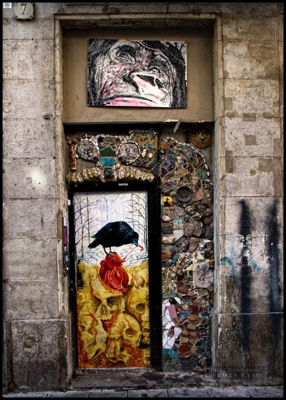 La puerta de la calle Nou de la Rambla, 7. Barcelona