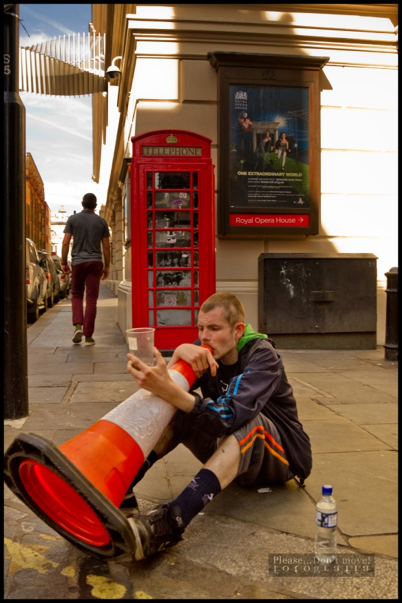 La caseta telefónica K6, omnipresente en Londres y diseñada por Giles Gilbert Scott, el arquitecto de la Battersea Power Station.