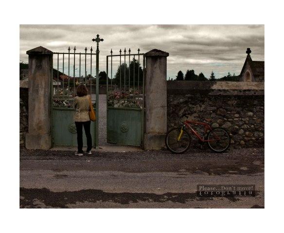 Cementerio en un pueblo del Pirineo francés